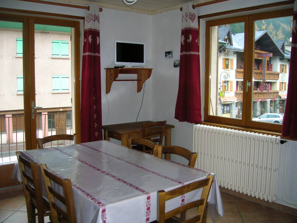 Salle a manger location borot val cenis for Salle a manger 10 personnes